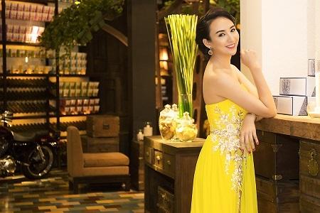 Hoa hậu Ngọc Diễm rạng ngời trong sắc xuân