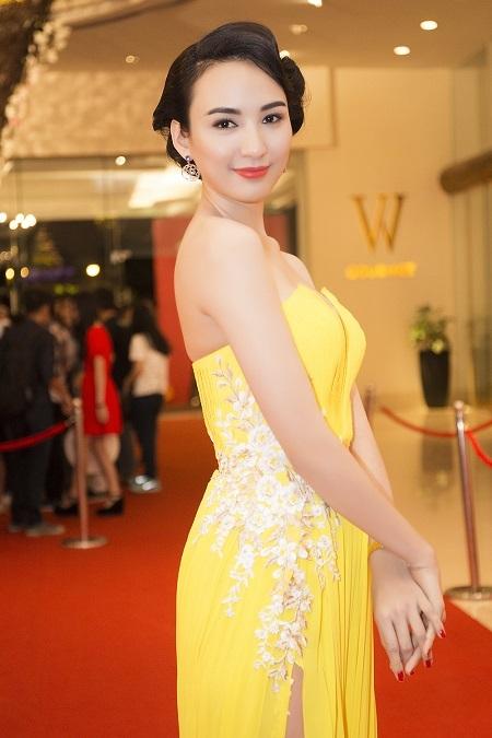 Người đẹp còn là cựu sinh viên giỏi của Trường Đại học Ngoại thương TPHCM.