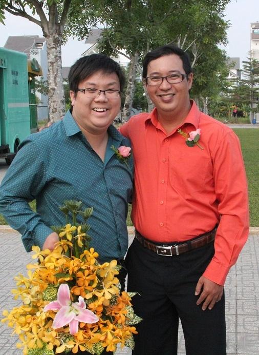 Nghệ sĩ Hà Linh - phải (con trai NSƯT Thanh Nga) và diễn viên hài Gia Bảo