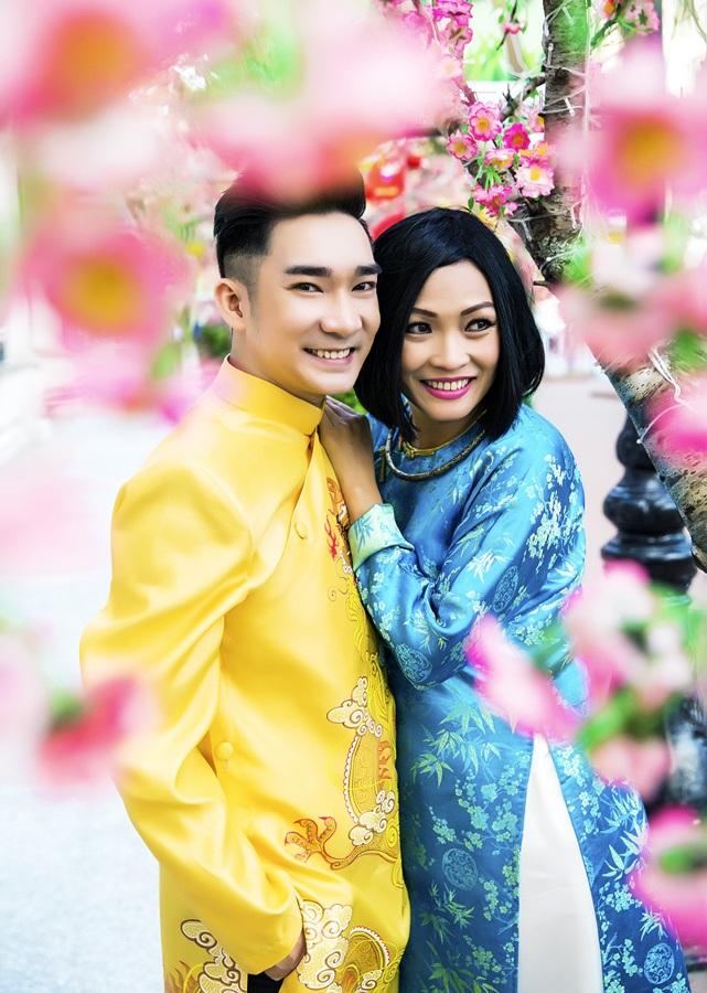 Hiện tại Quang Hà đang ở Mỹ cho chuyến lưu diễn Tết phục vụ bà con kiều bào xa quê.