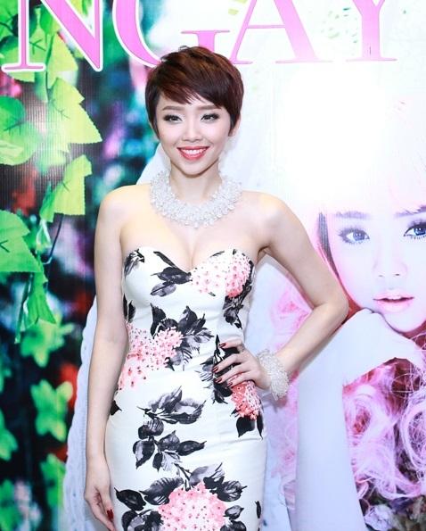 Từ khi trở về Việt Nam tham gia cuộc thi The Remix, Tóc Tiên càng nhận được sự ủng hộ của khán giả.