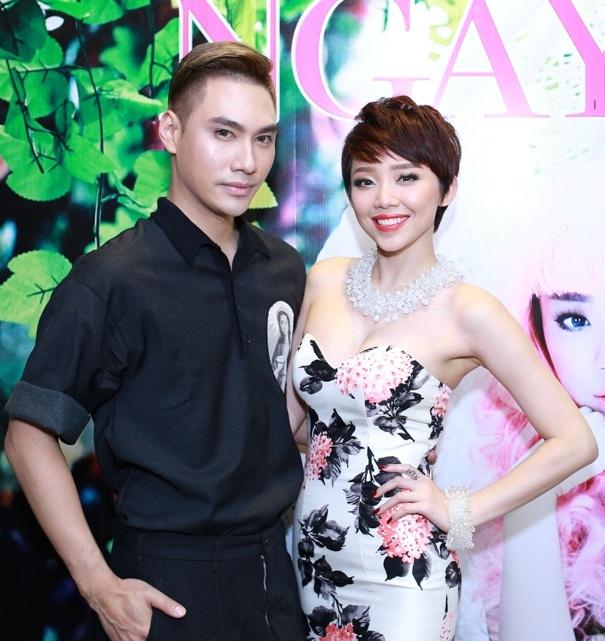 Nhạc sĩ Nguyễn Hải Phong cũng tranh thủ ghé chúc mừng Tóc Tiên.