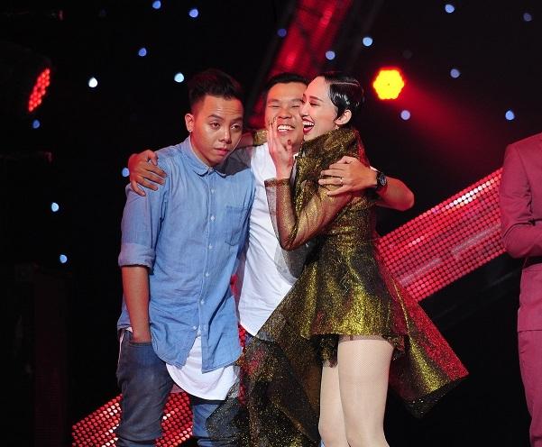 Thảo Trang cháy hết mình trên sân khấu trong vai trò ca sĩ khách mời trước khi công bố kết quả.