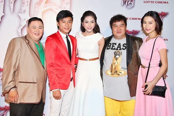 Hai nghệ sĩ hài Minh Béo và Hoàng Mập cũng đến chung vui cùng đoàn phim.