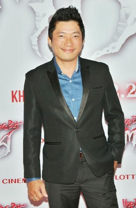 Diễn viên Kinh Quốc lịch lãm với vest đen đến dự sự kiện.