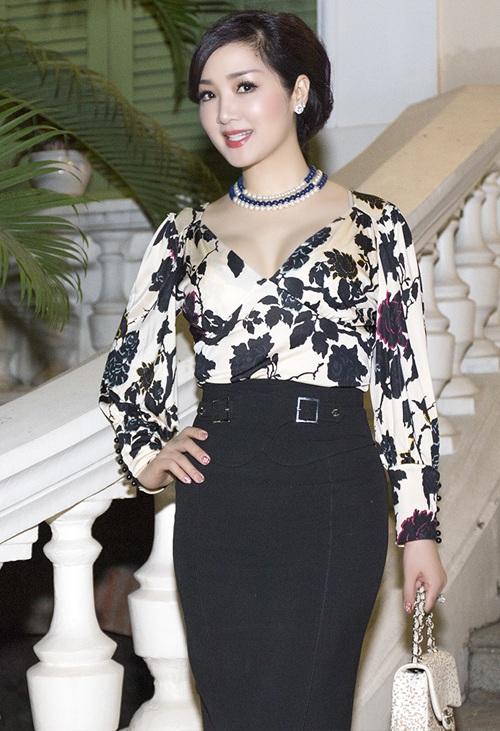 Xứng danh là mỹ nhân không tuổi của showbiz Việt, hoa hậu