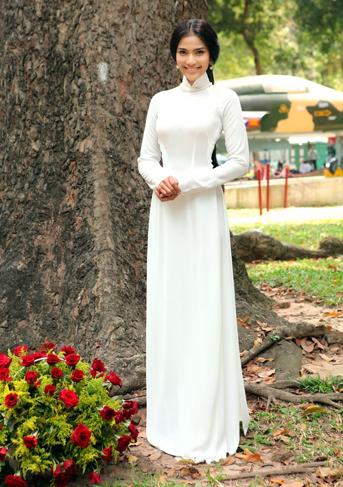 Giản dị và mộc mạc, bộ áo dài trắng của