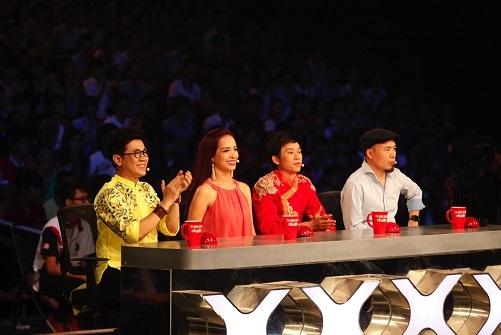 Cuối cùng, Thảo Vy đã được khán giả chọn sau khi giám khảo không thể định đoạt được.