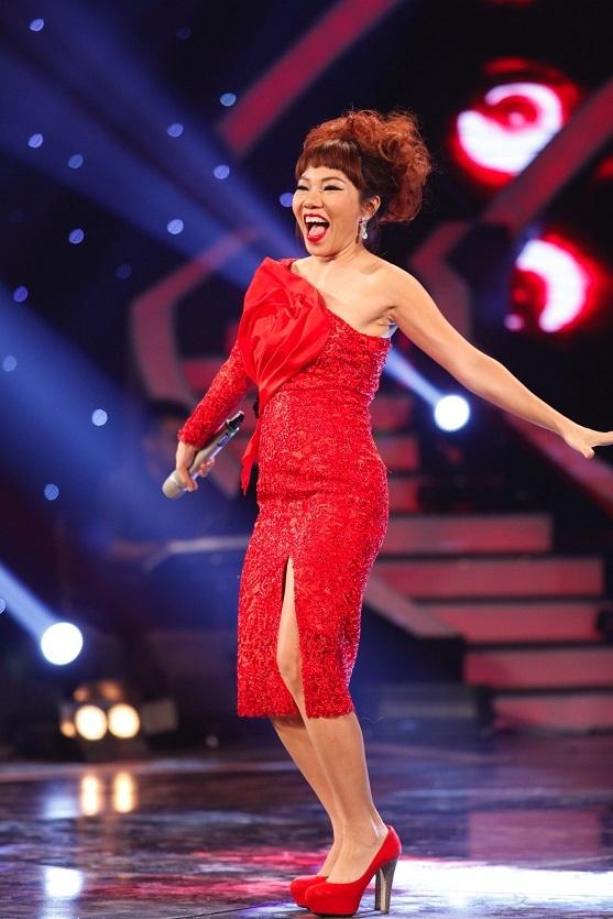 Chương trình tối qua còn có sự tham gia khách mời của ca sĩ Trần Thu Hà. Chị mang đến ca khúc