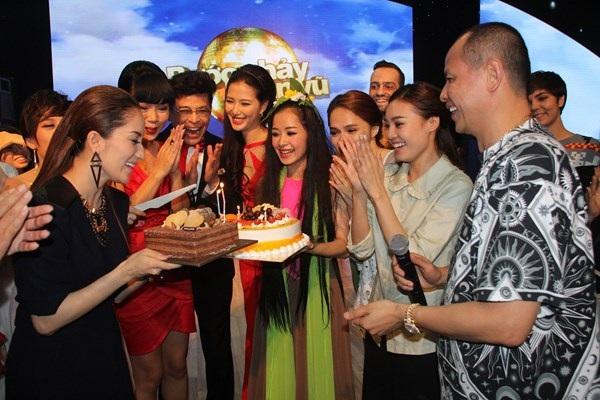 Khánh Thi nhận quà sinh nhật bất ngờ khi mang bầu 5 tháng