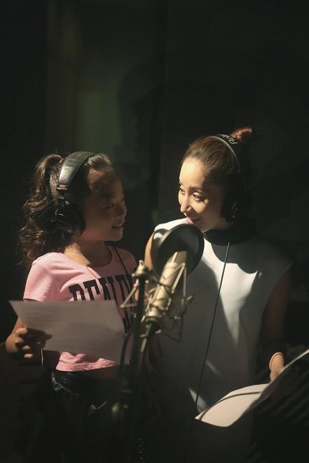 Hai cô trò đã dành riêng 2 ngày trọn vẹn để thực hiện kỳ công toàn bộ phần hình ảnh của MV.