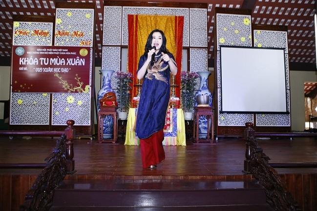 Ca sĩ Thanh Lam còn dành tặng cho chương trình những bài hát gắn liền với tên tuổi của mình như