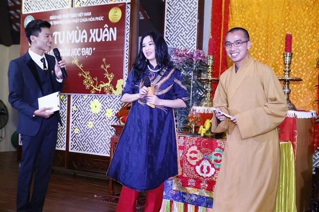 Đều là những Phật tử đã quy y nên Thanh Lam và Quang Hà rất háo hức khi tham dự chương trình này.