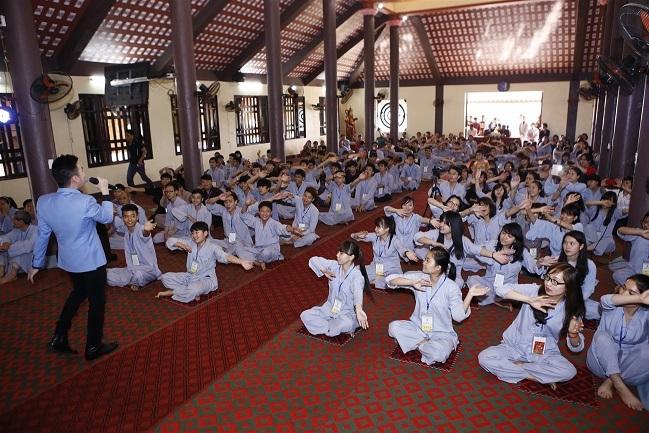 Trong khi đó, Quang Hà mang đến những ca khúc hát về nhạc Phật đầy ý nghĩa.
