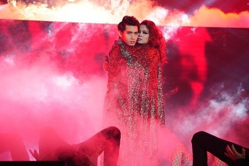 Hát rock đầy ma mị, Giang Hồng Ngọc lần thứ 3 dẫn đầu The Remix