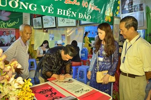 Ngày thơ Việt Nam tại Tp.HCM thu hút đông đảo những người yêu thơ