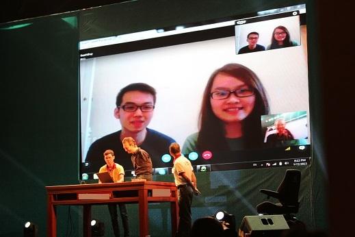 Một số du học sinh đã được nối máy để giao lưu cùng Nick từ nước ngoài.