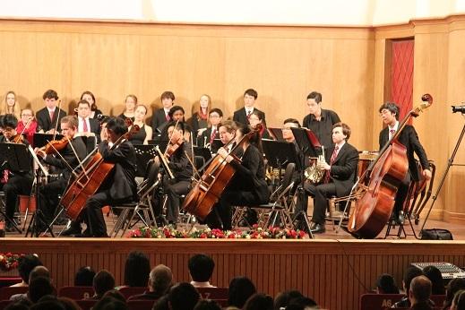 Dàn nhạc giao hưởng hoành tráng với các thành viên giao lưu giữa hai trường