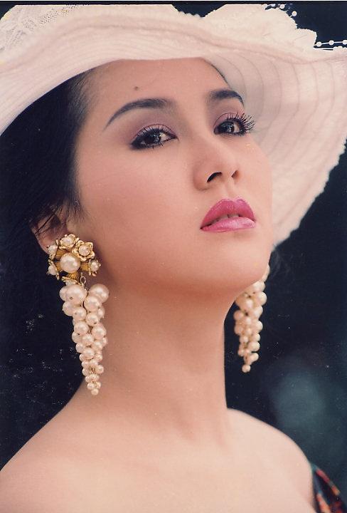 Bên cạnh những ngôi sao tỏa sáng trên màn ảnh Việt một thời như Việt Trinh, Diễm Hương, Y Phụng thì