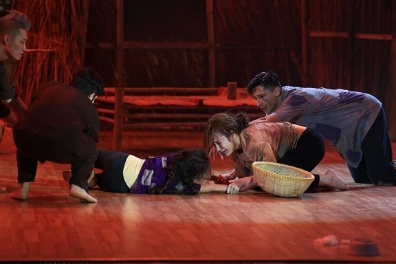 Với chủ đề Nhảy cùng vũ công nhí, tiết mục này còn nhận được sự hỗ trợ của quán quân