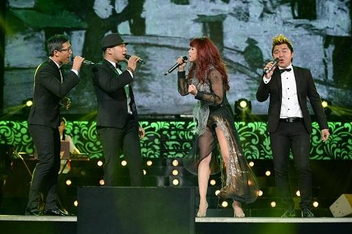 Trong khi đó, nhóm MTV cùng góp giọng với Thủy Tiên ca khúc quen thuộc