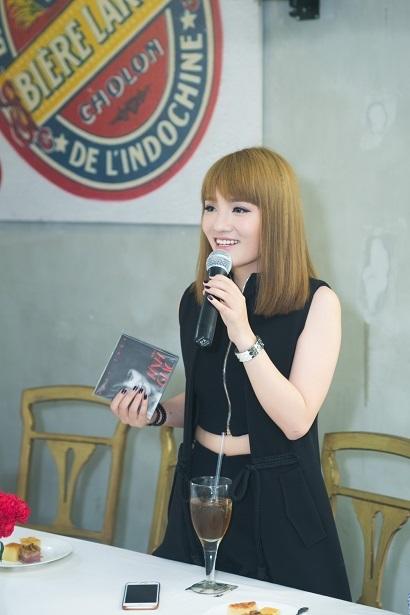 Nhạc sĩ Huy Tuấn, người tham gia trong ê kíp sản xuất album này chia sẻ, b