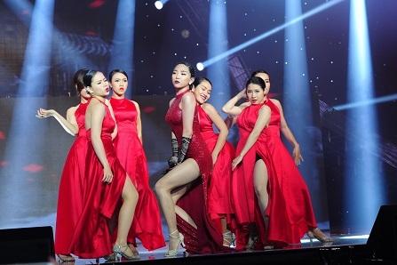 Vẻ đẹp hút hồn của Tóc Tiên trên sân khấu