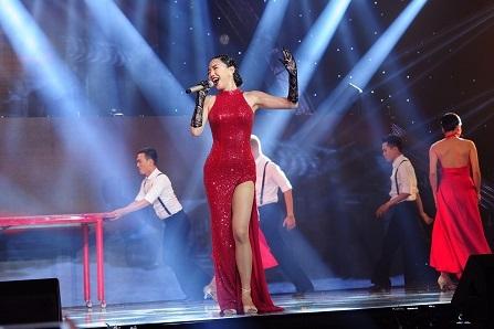 Tuy nhận được một vài ý kiến chưa tốt về ca khúc mới nhưng Tóc Tiên vẫn được khen về hình ảnh đẹp.