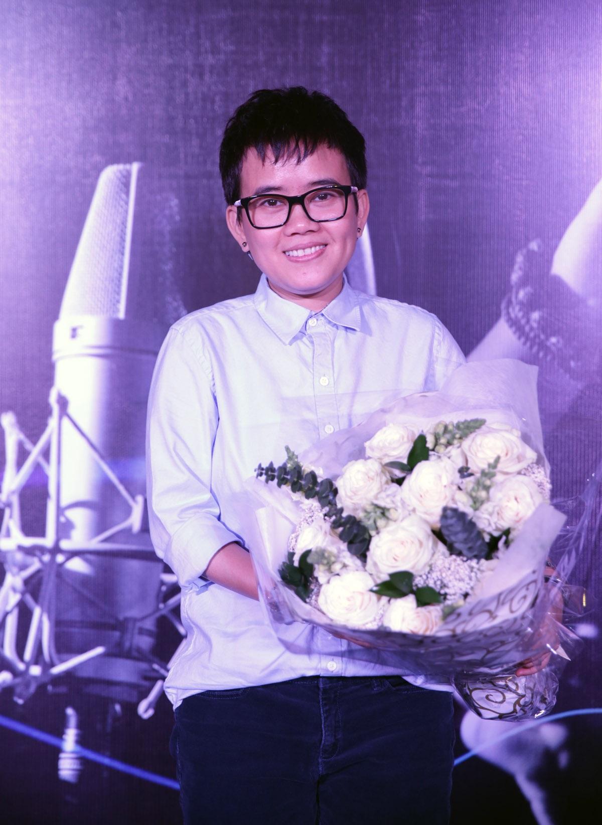 Nhạc sĩ Phương Uyên hạnh phúc khi được hát trong liveshow kỷ niệm 30 năm làm nghề