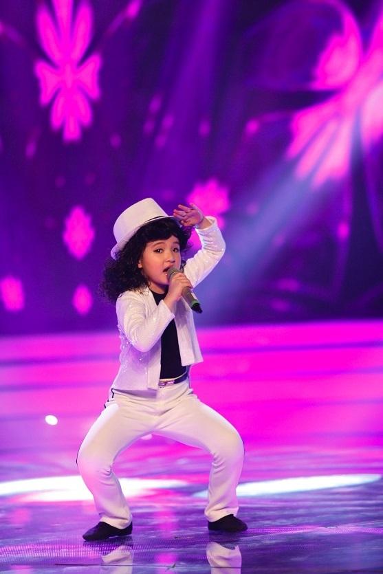 Cô bé răng sún Bích Ngọc đã trở thành Michael Jackson