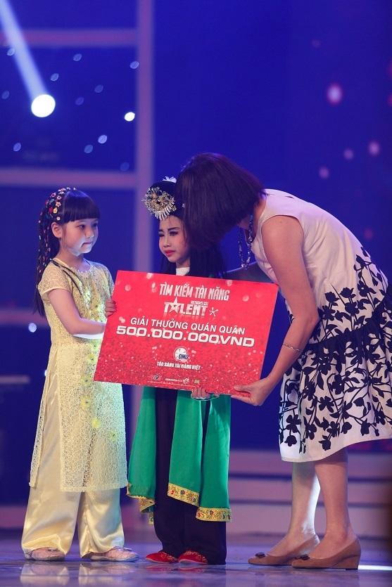 Ngay sau đó, phần dự thi được chờ đợi nhất của cậu bé Đức Vĩnh đã xuất hiện trên sân khấu.