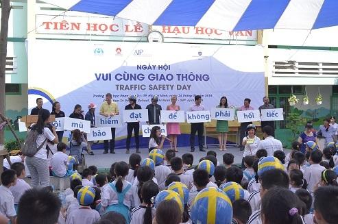 Những khẩu hiệu ý nghĩa được tuyên truyền tại chương trình