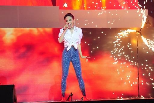 Phần trình diễn của Tóc Tiên tối qua được chỉ định bởi nhạc sĩ Lưu Thiên Hương với ca khúc