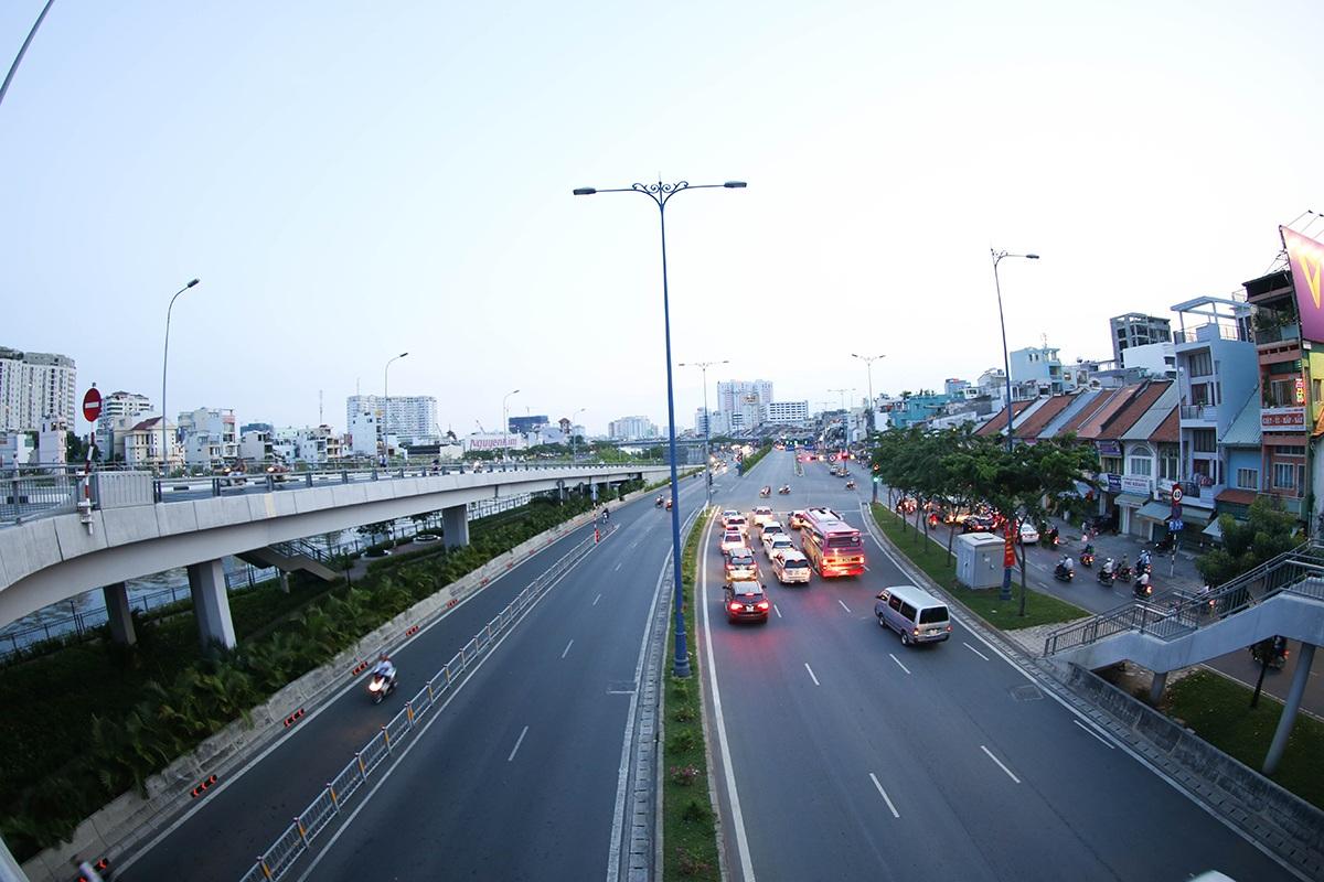Do dịp lễ năm nay kéo dài nên hầu hết người dân đã rời thành phố để về quê hoặc đi du lịch xa.