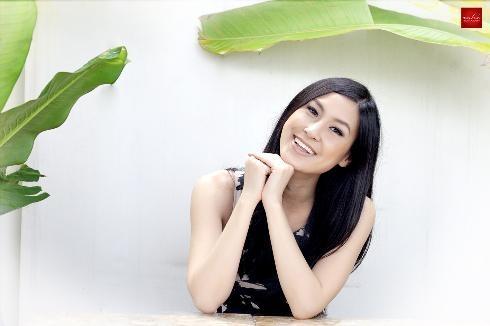 """Những tên tuổi """"mang hai dòng máu"""" thành công ở showbiz Việt"""