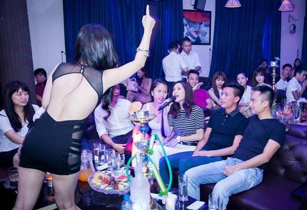 Công chúng ngày càng ngán ngẫm với những scandal phản cảm của sao Việt