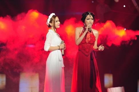 Ngược lại, Giang Hồng Ngọc và Tóc Tiên đã có phần đối đầu nhẹ nhàng hơn với ca khúc nhạc phim của