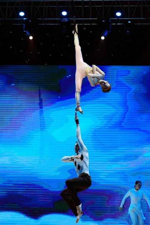 Màn trình diễn nỗ lực và đầy mạo hiểm của Angela Phương Trinh trong đêm chung kết