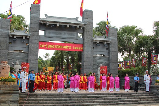 Đoàn rước lễ trước giờ thực hiện nghi thức tiến vào đền