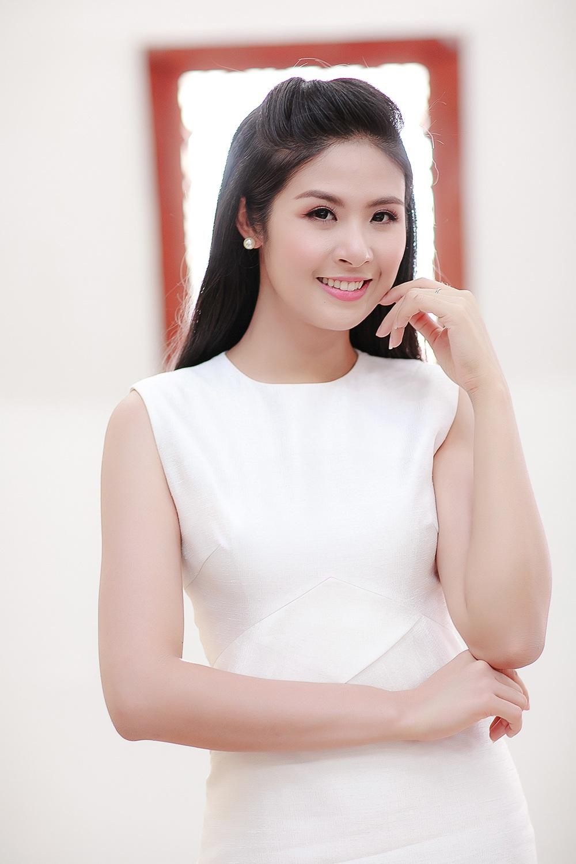 Hoa hậu Ngọc Hân ngày càng xinh tươi, rạng rỡ