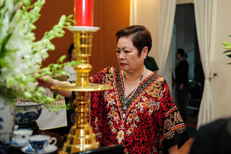 Mẹ của ca sĩ Ngọc Sơn cũng đến viếng GS Trần Văn Khê
