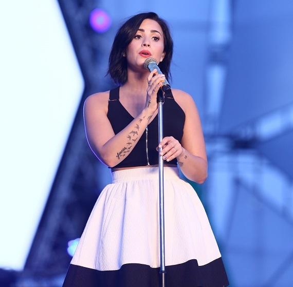 """Demi Lovato – ngôi sao quốc tế """"đổ bộ"""" TPHCM"""