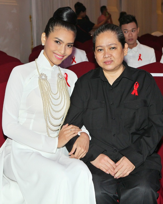 Mẹ Trương Thị May là người luôn đồng hành trong cuộc sống và công việc của con gái
