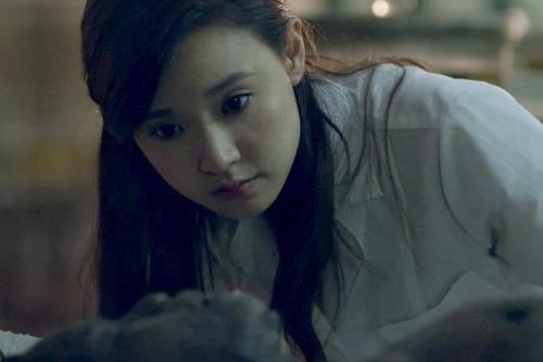 Cảnh trong phim đạo diễn yêu cẩu Midu phải mặt - đối - mặt với xác chết