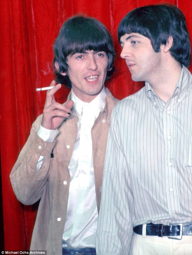 Cùng George Harrison năm 1965.