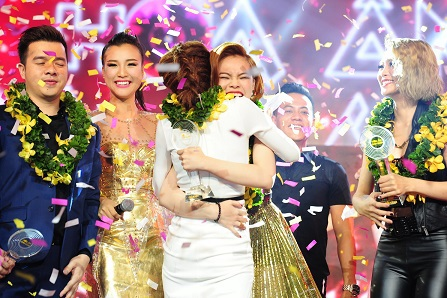 Đồng thời, các thành viên nhóm này cũng giành luôn cú đúp với giải thưởng do khán giả bình chọn.