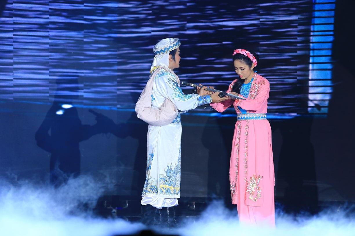 Cũng trong dịp này, nữ ca sĩ đã thể hiện cùng nghệ sĩ Lê Tứ tiết mục