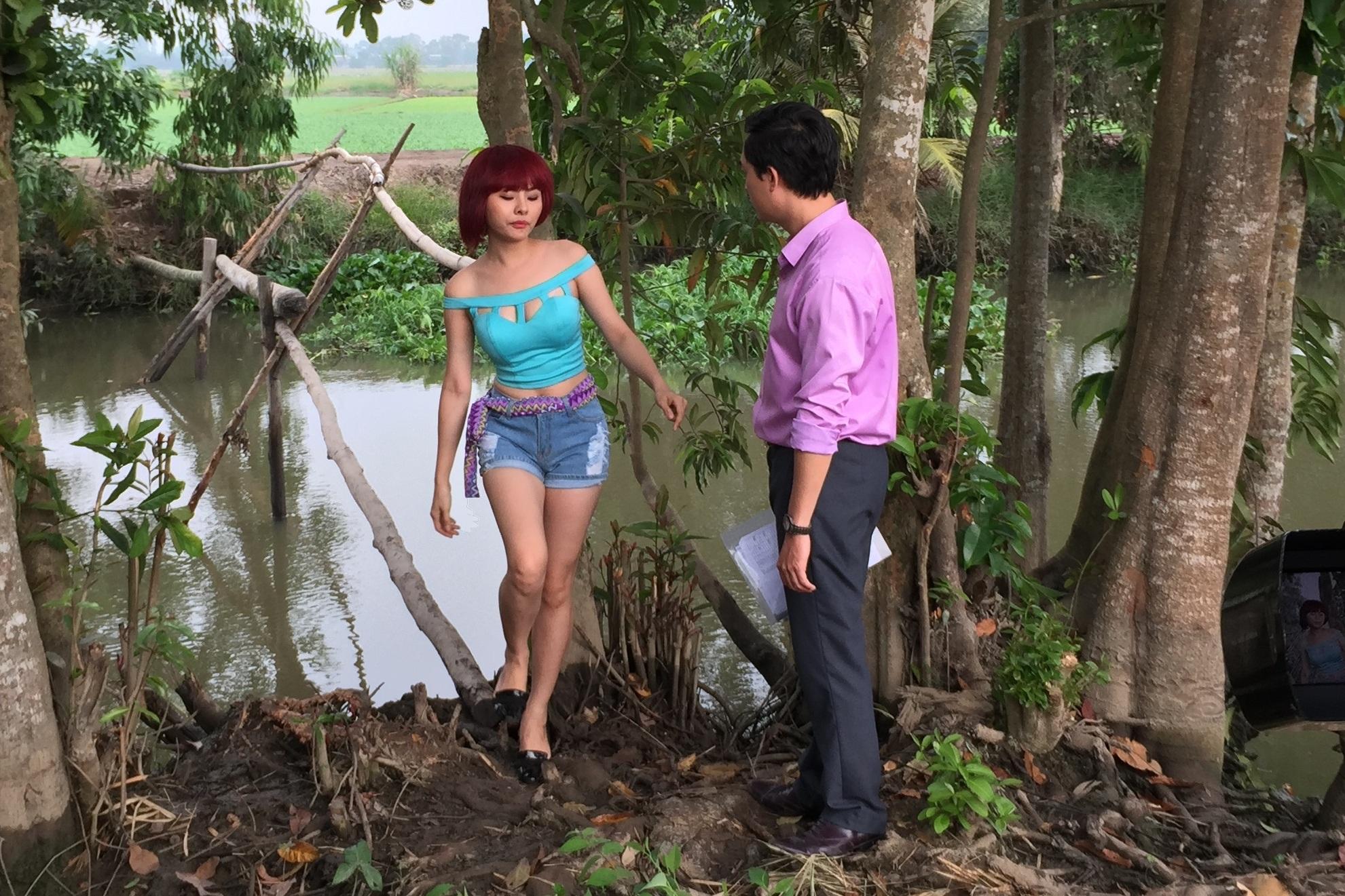 Vân Trang trong cảnh quay Nắng sớm mưa chiều