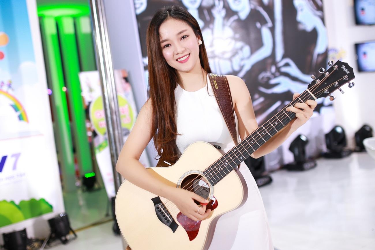 Đinh Hương và Nhã Phương cùng chia sẻ về dự án sắp tới cả 2 sẽ tham gia trong một talkshow