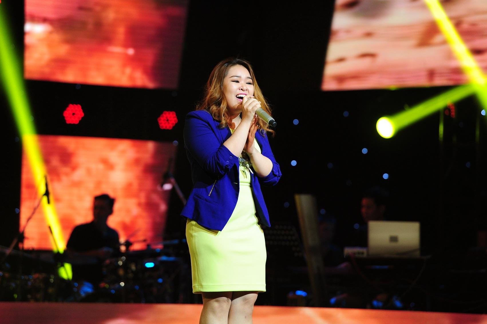 Thí sinh Thái Ngọc Bảo Trâm mở màn với ca khúc